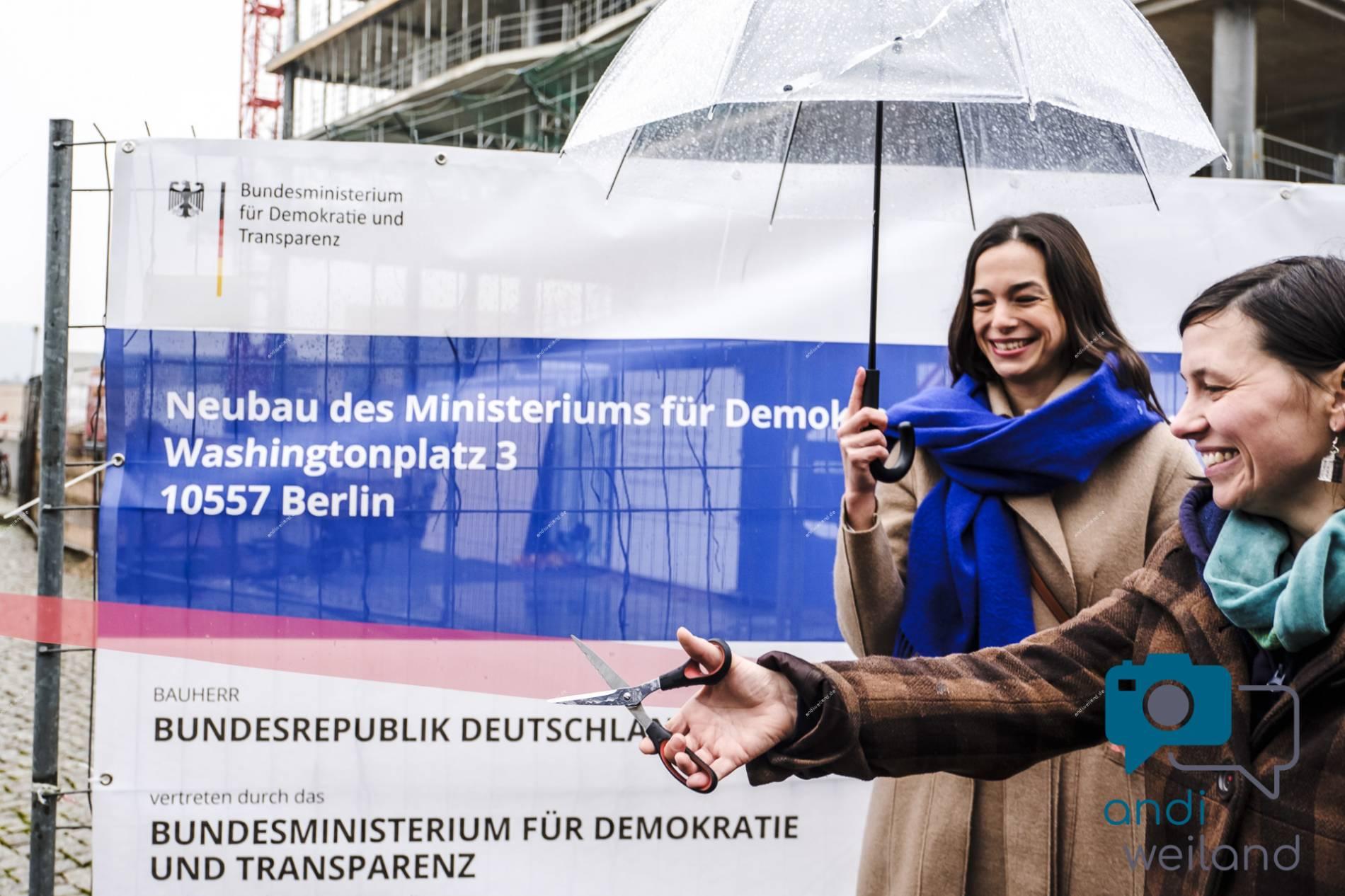 """Andi Weiland Demokratie in Bewegung """"Richtfest"""""""